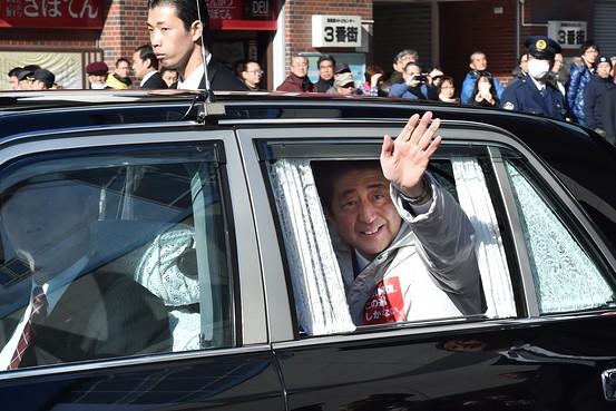 信任得た安倍首相、これからが正念場-小泉氏並みの改革できるか