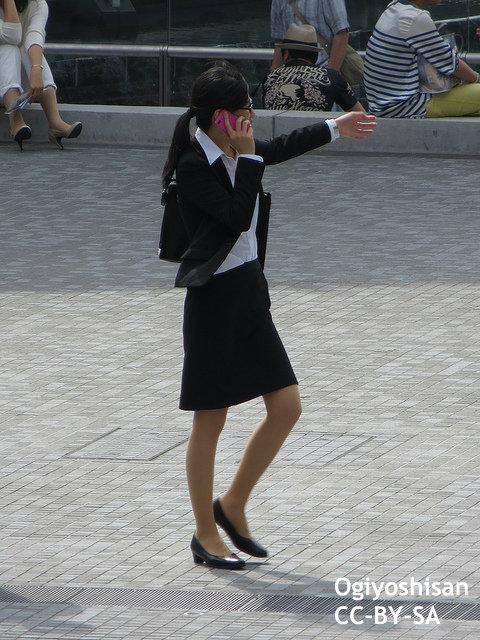 安倍首相の「ウーマノミクス」は矛盾だらけ?減少する女性議員数を海外紙が指摘