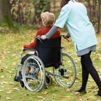 介護のための退職者、年間10万人の衝撃 社長を辞め単身赴任、非正規雇用で年収半減…