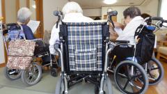 介護大手、相次ぎ賃上げ 深刻な人手不足に対処