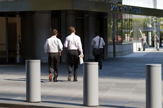 インターンシップは中年層にも、正社員への道に―欧米の金融業界