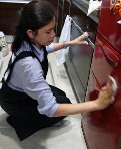 働く女性のための家事代行 ITで外国人雇用つなぐ