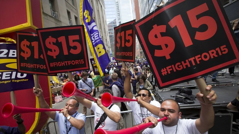 最低賃金1800円条例が次々可決される米国、施行された都市では何が起こっているのか