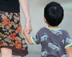 日本は子育てママが正社員に戻りにくい国