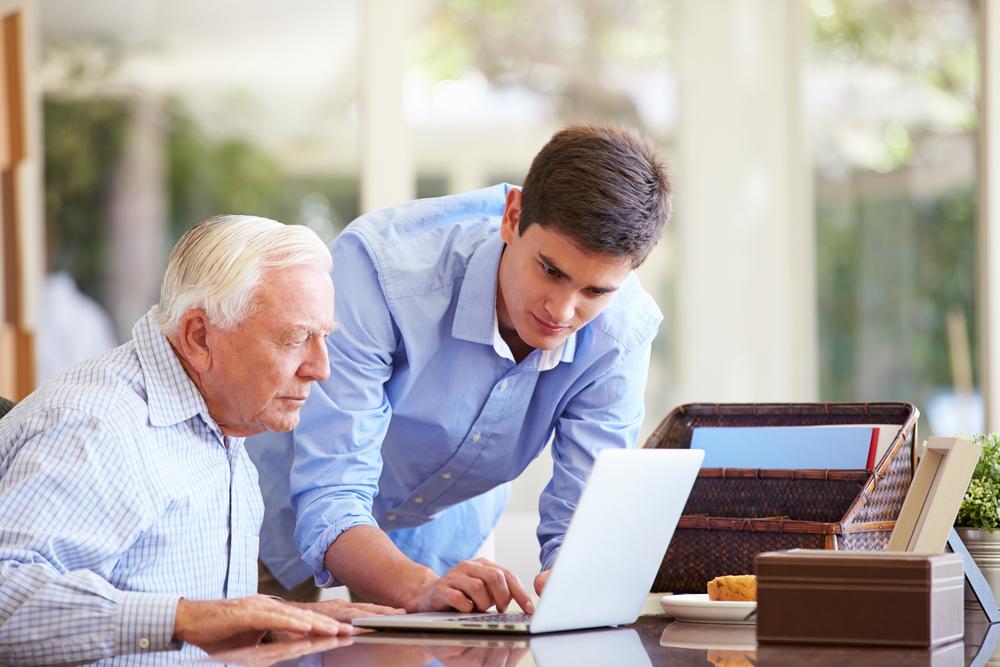 シニアの就労を促進する効果的な研修教材を開発