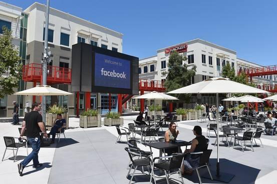 フェイスブック、報奨制度でも進まない人材多様化