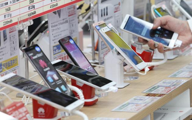 携帯販売の派遣時給上昇 「実質ゼロ円」見直しで人手