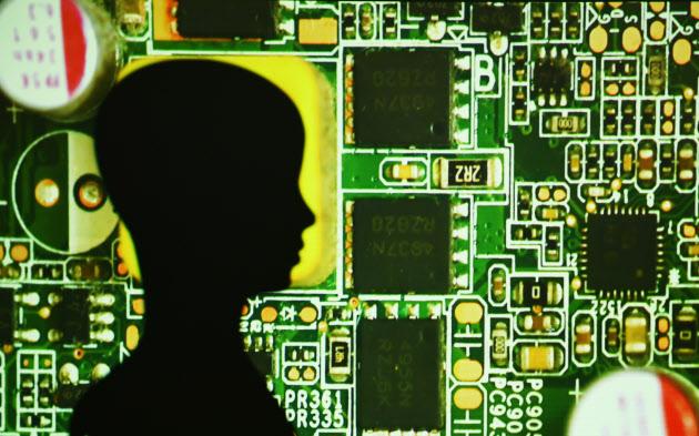 働き方はどう変わる、到来「AIが同僚」時代