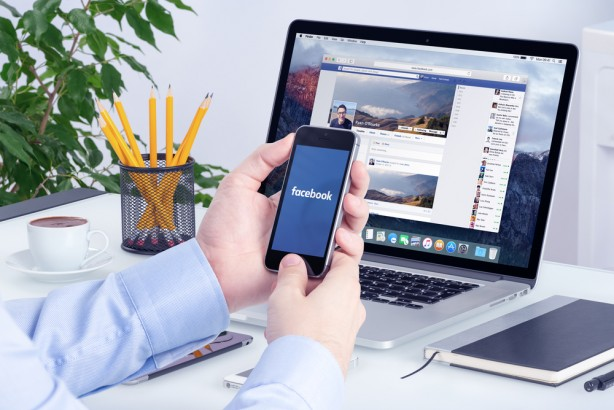 フェイスブック、求人市場に参入 「メッセンジャー採用」促進