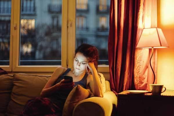 「勤務時間外メール禁止法」成立で賛否渦巻くフランス