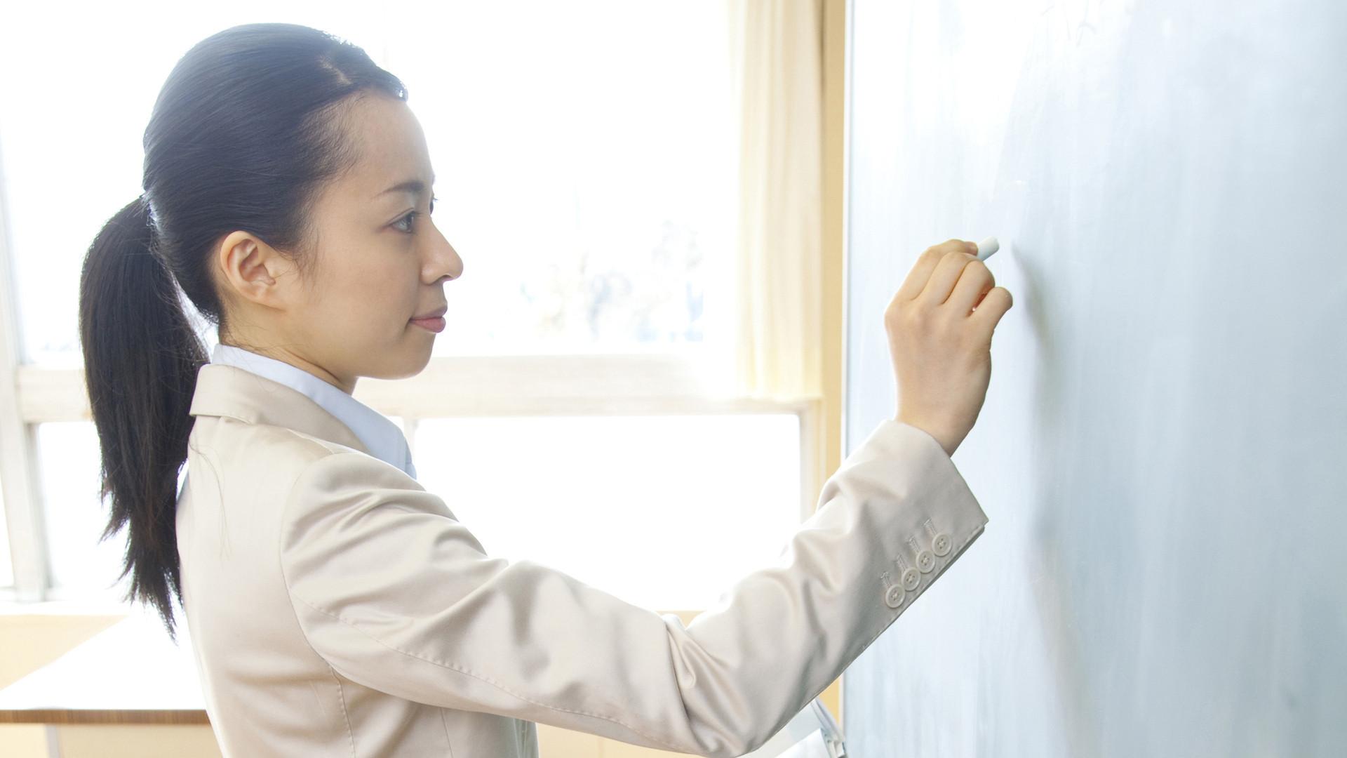休めない日本、休めるデンマーク。先生の働き方はなぜ違う?