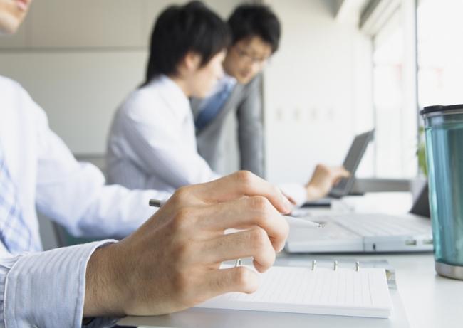 最も有効な転職手段は4割が「転職サイト」、次いで「人脈」