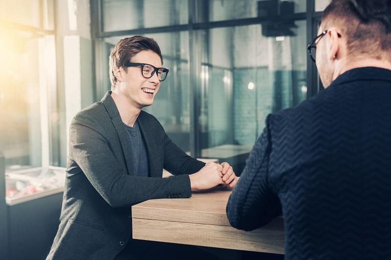 優秀人材のビックリ退職を防ぐ!今注目の人材マネジメント手法『1on1』に迫る。