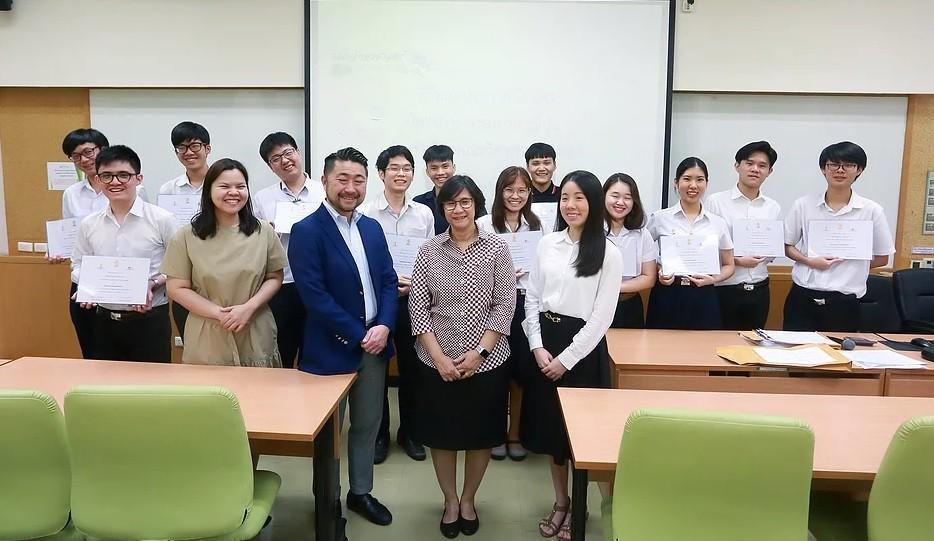 新卒採用 タイ チュラロンコーン大学 日本で就職する学生が増えている?タイのチュラロンコーン大学日本語教師に聞く就職事情