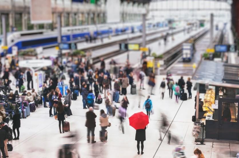 東京への人口集中続く、外国人材は「東京から地方へ」の流れも