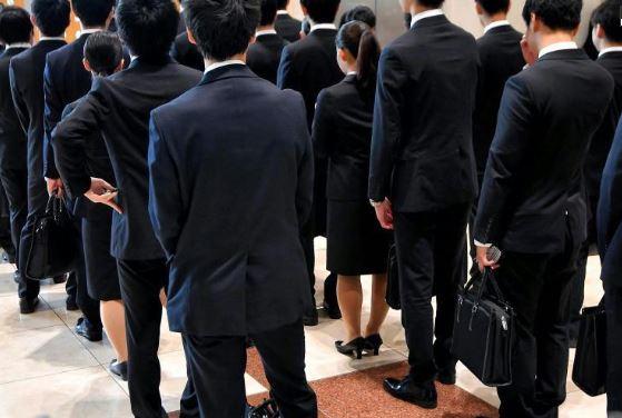 就活解禁、学生内定率は既に5割超内定 企業、優秀人材確保に知恵絞る